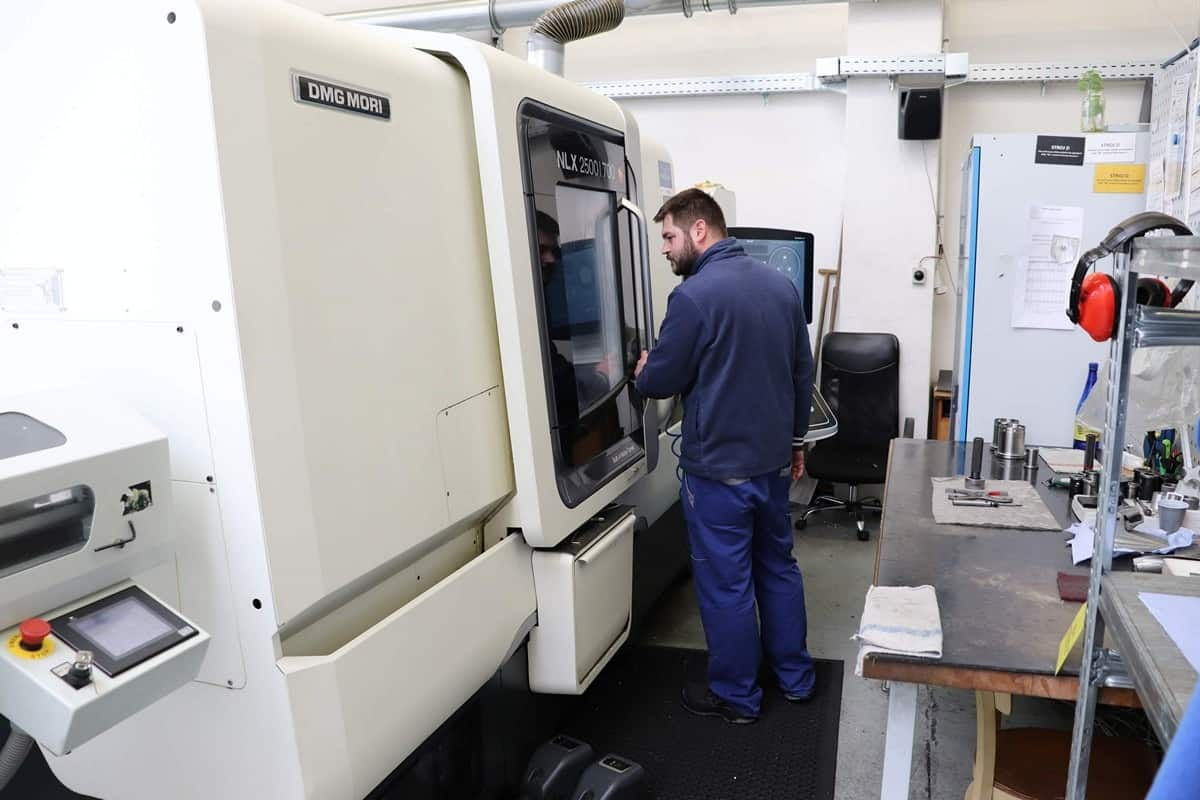 Machining equipment and centres to guarantee precise